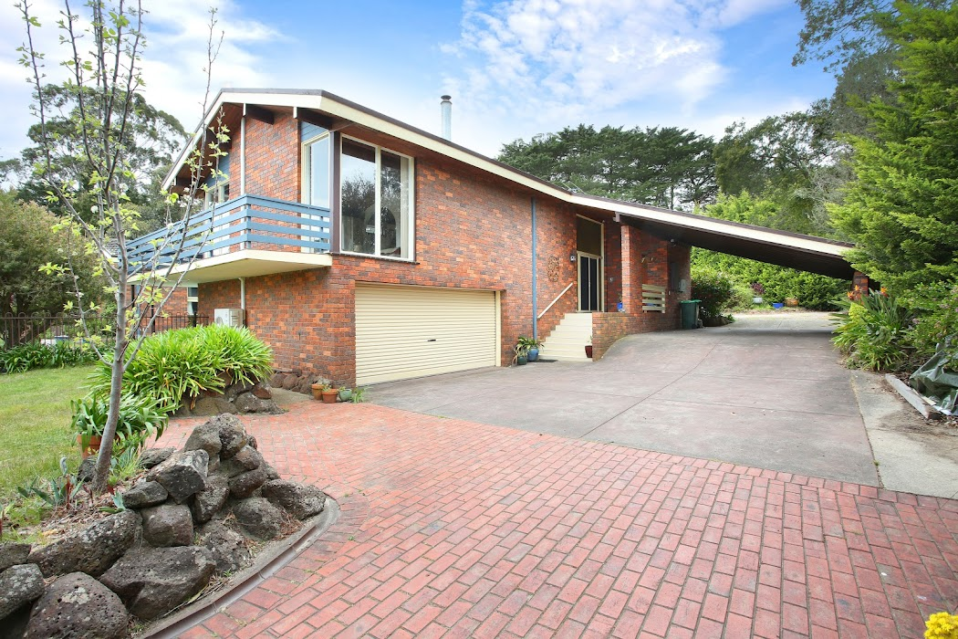 Main photo of property at 8 Livingstone Court, Mount Eliza 3930