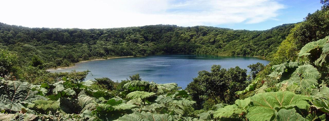 Это небольшое озеро образовалось в кратере вулкана Поус. Таких озер в Коста-Рике множество
