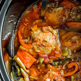 Slow Cooker Chicken with Tomatoes and Bell Peppers.