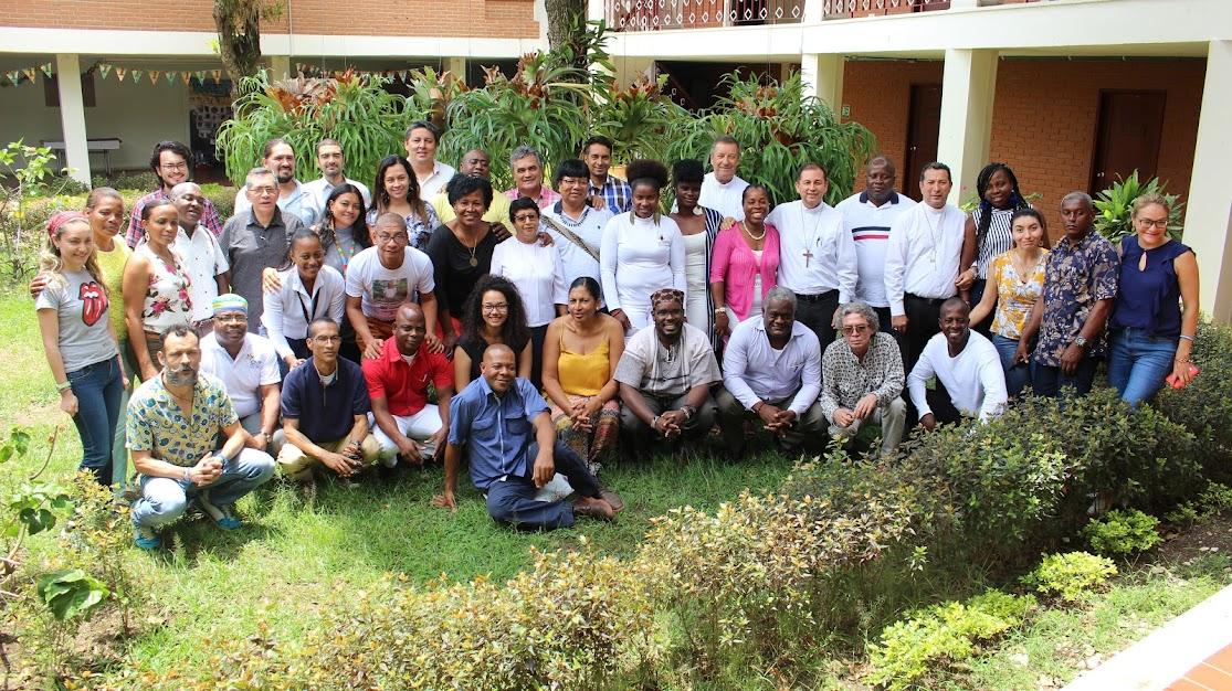 Foto de familia de la Asamblea de la Coordinación Regional del Pacífico 2019, realizada en Cali. Además de representantes de las organizaciones étnico-territoriales, están el Equipo Técnico y los obispos de Quibdó y Tumaco.