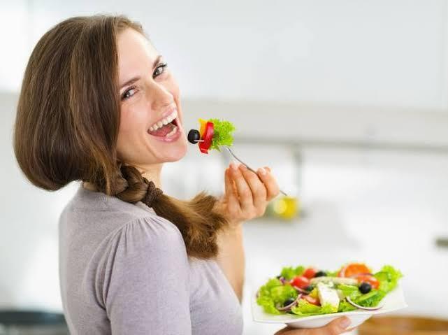 1. การเลือกทานอาหารที่มีสารต่อต้านอนุมูนอิสระ