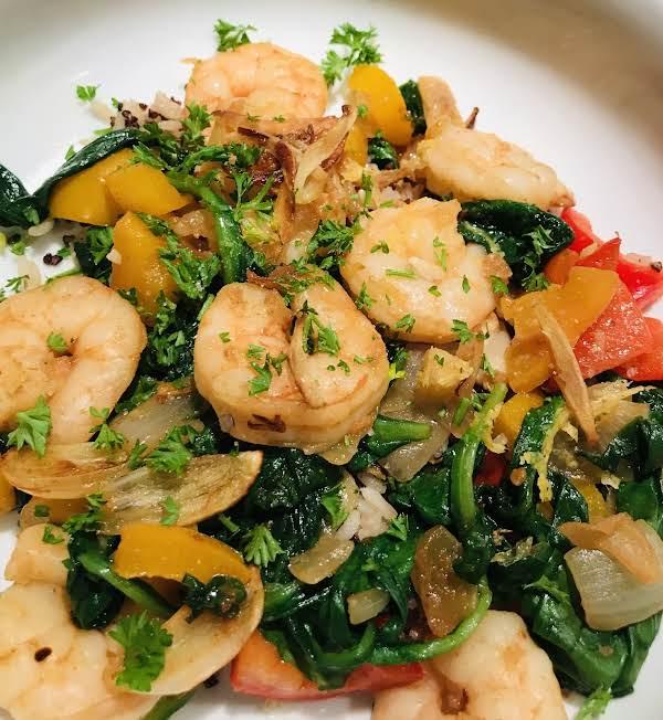 Garlicky Shrimp And Spinach Stir-fry