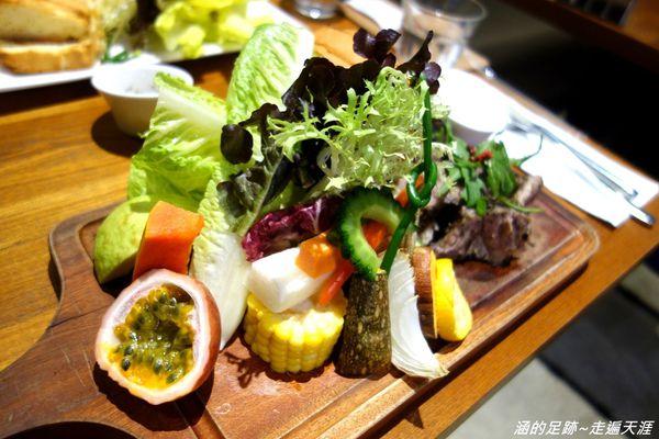 Daylight 光合箱子 華山店 ~ 超大份量新鮮蔬果沙拉,唯一開到晚上的分店