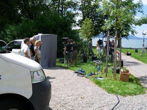 Photo: 9e Dag, vrijdag 24 juli 2009 Obersiggingen - Bludens (Oosterijk) Dag afstand: 125 km, Totaal gereden: 825 km, TV opnemen vann de SWF aan de Bodensee bij Lindau