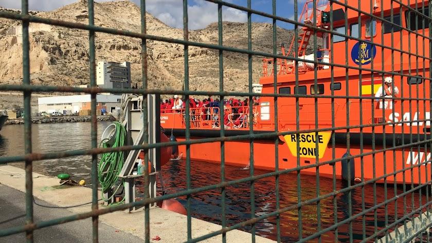 Salvamento Marítimo desembarca en el Puerto de Almería