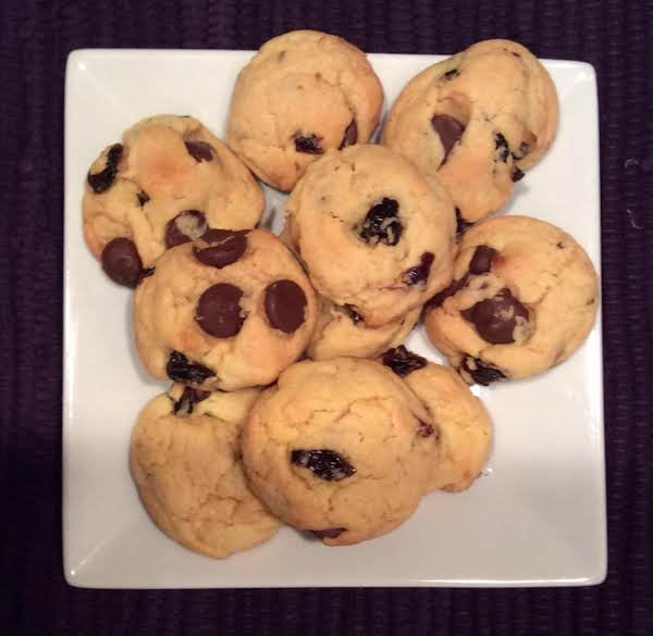 Easy Dark Chocolate And Dried Cherry Cookies