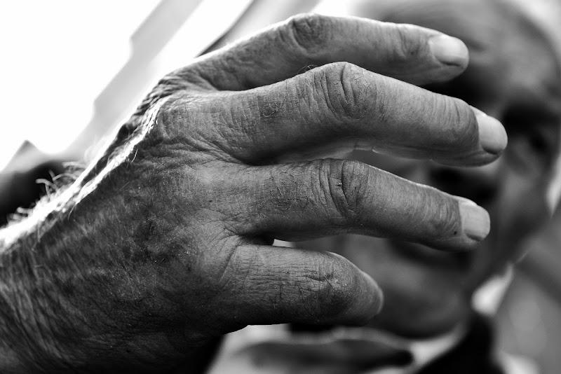 """""""Bepi""""con la mano mi ha raccontato la sua vita. di Matteo Faliero"""