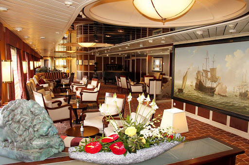 Pull up a chair and relax with a drink in the comfortable Explorer's Lounge on ms Prinsendam.