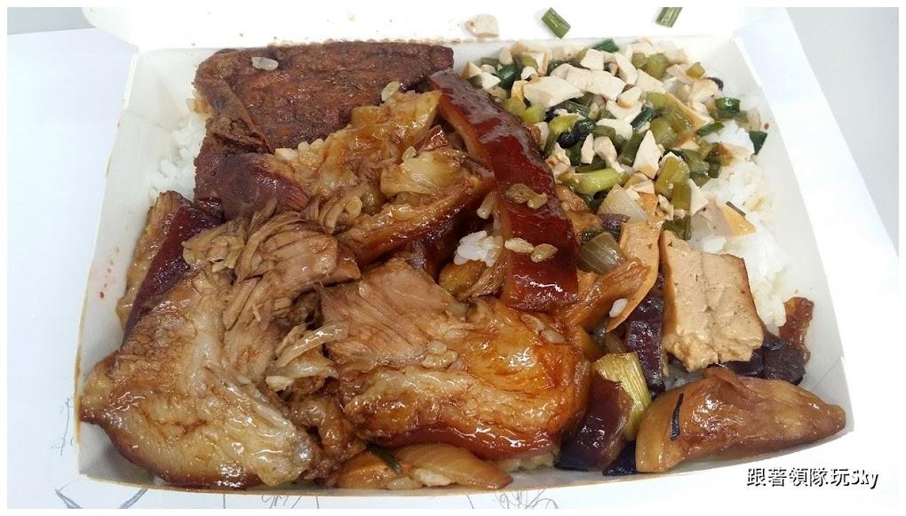 台北美食推薦-肥而不膩腿庫飯.豬腳飯【 吃口味豬腳飯 】