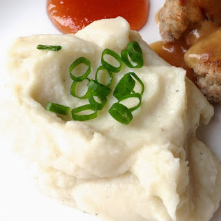 Fluffy Mashed Cauliflower (with Roasted Garlic)