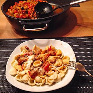 Orecchiette mit Salsiccia in pikanter Tomaten-Fenchelsoße
