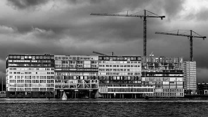 cranes and buildings di Gigga