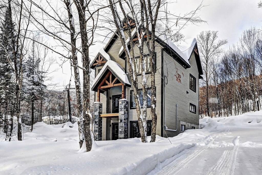 Cottages for rent with 6 bedrooms and more in Quebec #3