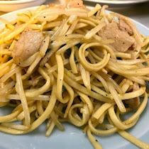 赤坂の住宅街で味わう1度で3回楽しめる絶品の焼きそば /  東京都港区赤坂の「珉珉(みんみん)」