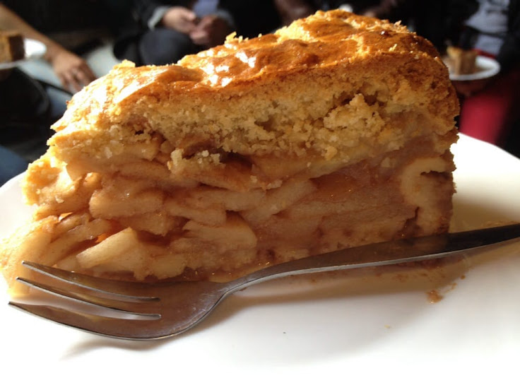 A slice of apple pie at Cafe Papeneiland.