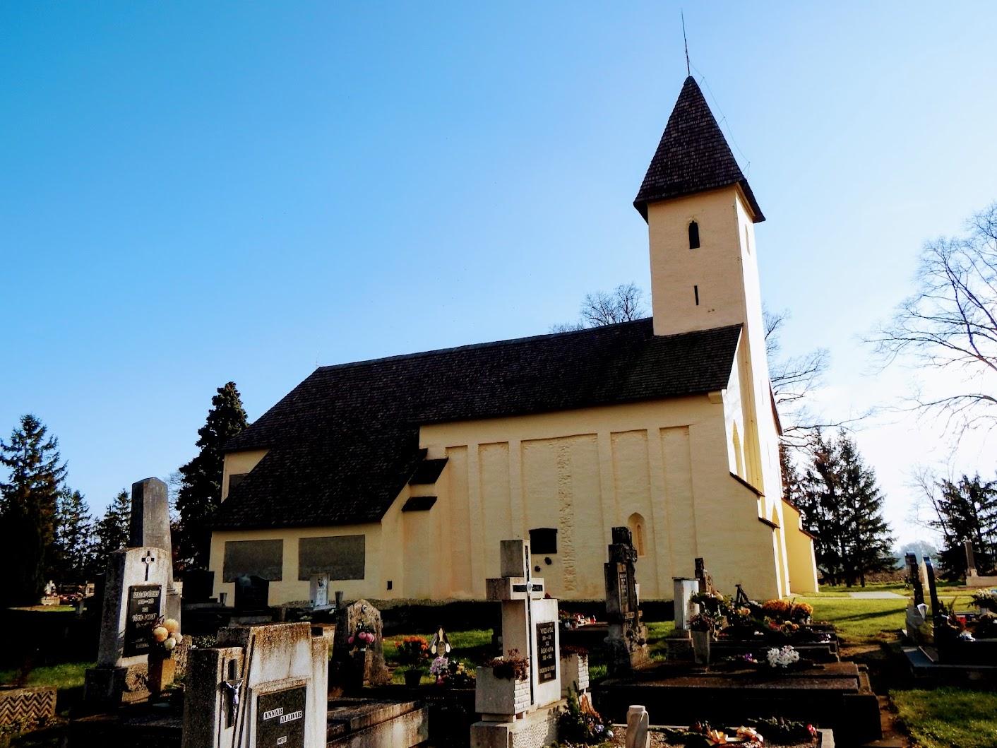 Rábatöttös - Szent Cecília rk. templom a temetőben