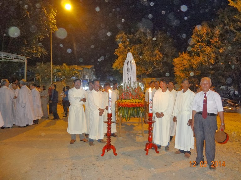 Thánh lễ tại Tà Pao, cầu nguyện cho các bệnh nhân. 117