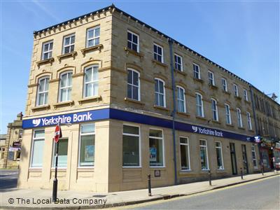 Batley Barclays Bank, Batley This Barclays Bank branch is located at 35x2f37 Commercial Street, post code WF17 5EP, Batley, 7131014 latitude, -1.6308938 longitude specifically.