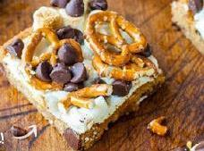 Pretzel S'mores Chocolate Chip Bars Recipe