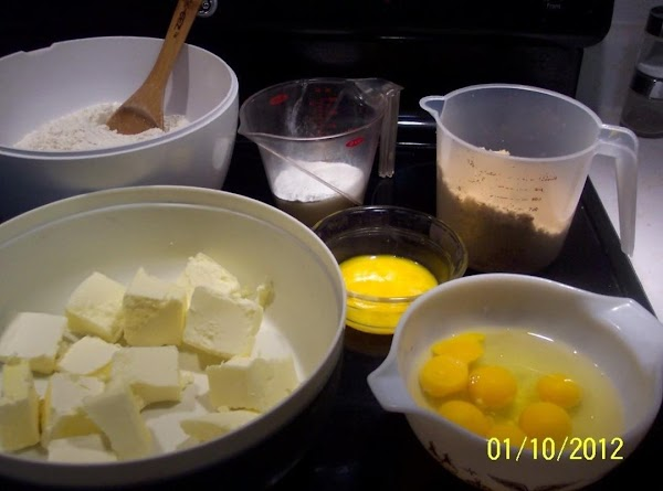 Sift the flour,baking powder,salt, cinnamon,nutmeg,allspice and ginger. Set aside. In a large bowl and electric mixer,...