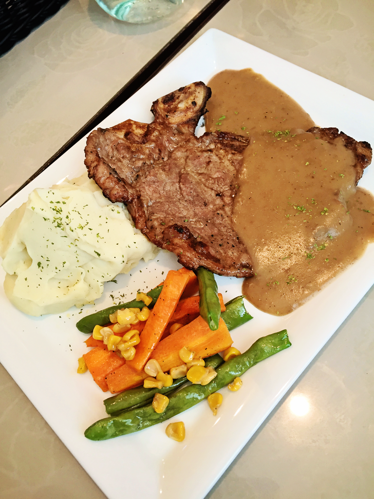 Vaneaty Resto Cafe Porterhouse Steak with Gravy