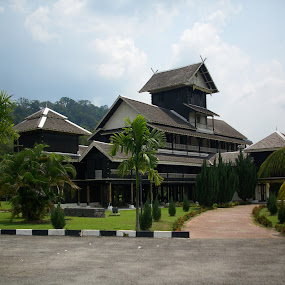 Royal Palace of Seri Menanti by Mohd Khairil Hisham Mohd Ashaari - Buildings & Architecture Public & Historical ( palace, wooden building )