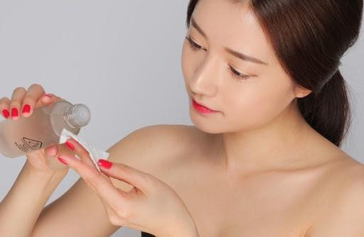 Sử dụng nước hoa hồng đúng cách để đạt hiệu quả làm đẹp cao
