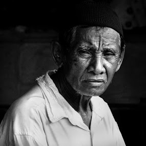 by Muajiz  Muallim - People Portraits of Men