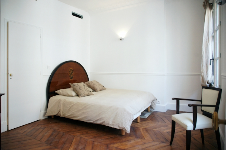 9th arrondissement serviced apartment bedroom