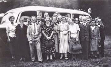 Photo: Busausflug mit Personen aus Wünschendorf im Erzgebirge um etwa 1950 ?
