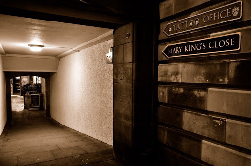 Entrada al callejon embrujado de Edimburgo