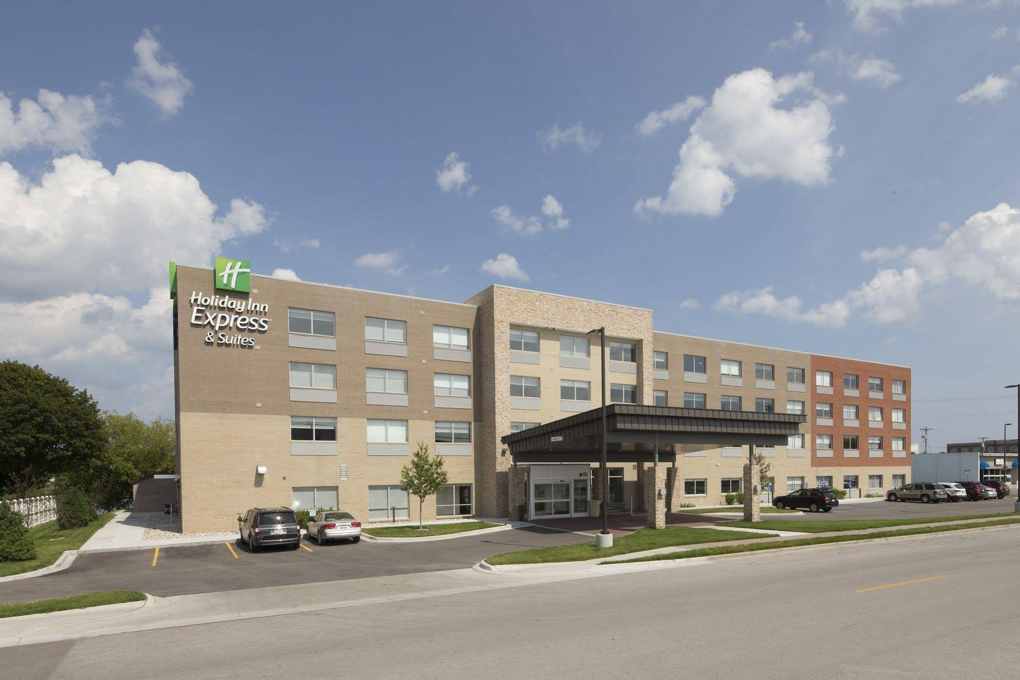 Holiday Inn Express and Suites Alpena Downtown
