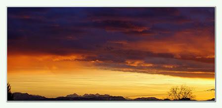 Photo: Sonnenuntergang Sunset    Alpenpanorama Tennengebirge / Hagengebirge   PENTAX K-7 ISO 800 Belichtung 1/160 Sek. Blende5.6 Brennweite80mm Datum und Uhrzeit (Original)2011:12:09 16:09:26