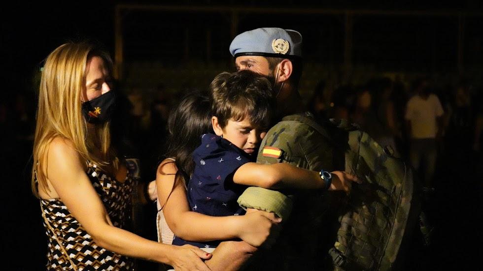 Reencuentro con las familias en la base militar