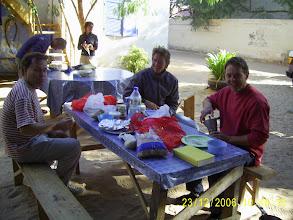 Photo: Klaus, ein deutscher Sozialarbeiter und ein schweizer Student, die letzteren auf halbjähriger Rundreise durch Westafrika.