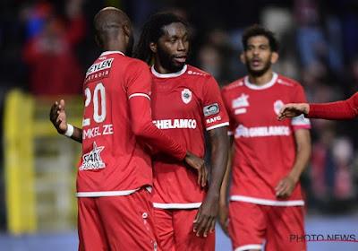 Antwerp zet zich naast Club Brugge in de stand na twee treffers van Mbokani