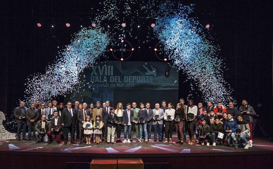 Foto final con los premiados.
