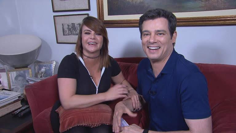 Valentina Francavilla mostra o seu bebê no 'Domingo Legal'