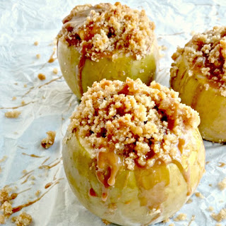 Apple Crumble Baked Apples - A Healthy Alternative