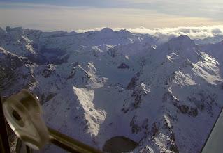 Photo: Hautes Pyrénées aux environs de Gavarnie: vision aérienne du lac de Litouése, au Soum de Male et aux crêtes de Gavarnie
