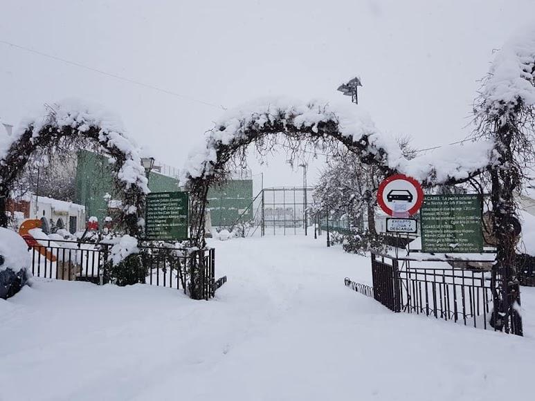 Zona infantil de Bacares totalmente nevada. /Foto: Ayto. Bacares
