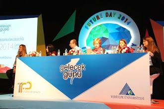 Photo: Öğleden sonra yapılan panelde Panel – Tüketicinin Geleceği konuşuldu ve tartışıldı. Soldan sağa: Moderatör: Yrd. Doç Dr. Neva Yalman, Kına Demirel , Nuri Çankaya, Ufuk Tarhan,Işıl Olca, Begüm Barış