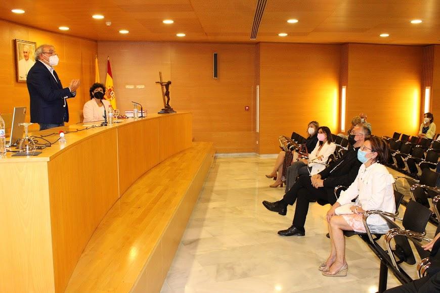 Conferencia \'San José habla a los políticos\', impartida por el alcalde de Vícar y con asistencia del obispo Gómez Cantero.