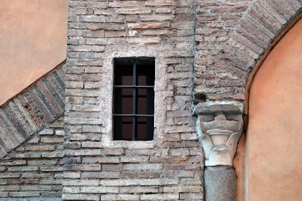 la finestra e il capitello di rita18