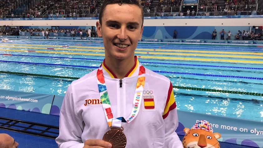 Manu Martos con su bronce logrado en Buenos Aires.