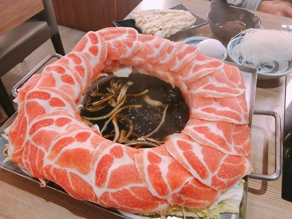 大鍋頭海鮮鍋物美術青海店✿愛河旁的最浮誇火鍋 ! 肉圈圈滿滿好吃肉片大滿足~