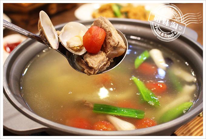 貳哥食堂 養生番茄排骨湯