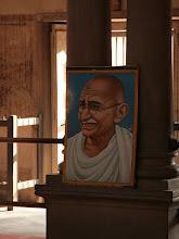 Photo: Mahatma Gandhin muotokuva Äiti maa -temppelissä