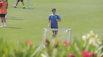 Mario Silva dirigiendo la sesión en el Anexo.