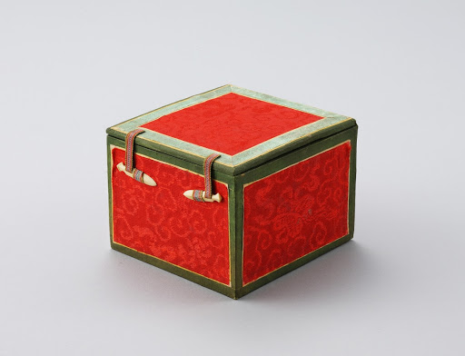 Jewelry Box for Hairpin with Quivering Ornament of the Consort of Imperial Prince Yeong